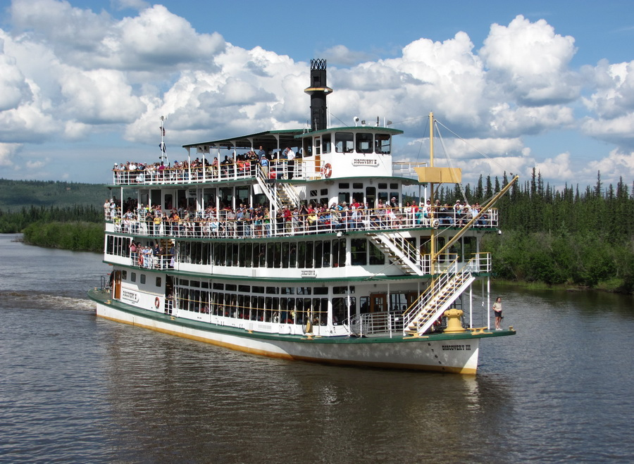 https://www.cruisebe.com/sites/default/files/images/34alaska-on-the-paddle-boat_0.jpg