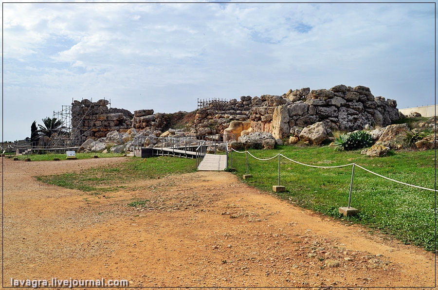 12temples-and-burial-mounds-of-malta.jpg