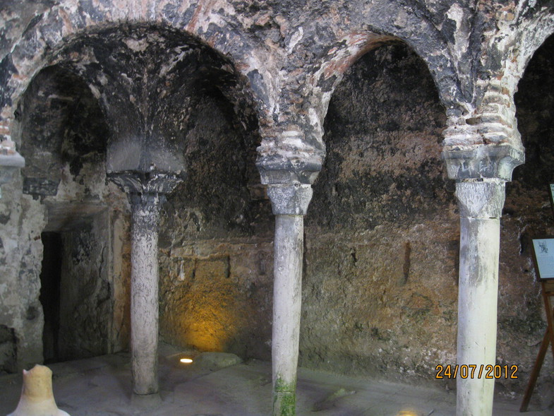 13spain-palma-de-mallorca-arab-baths.jpg