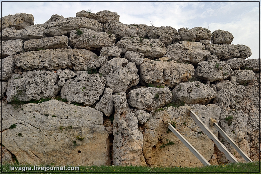 13temples-and-burial-mounds-of-malta.jpg