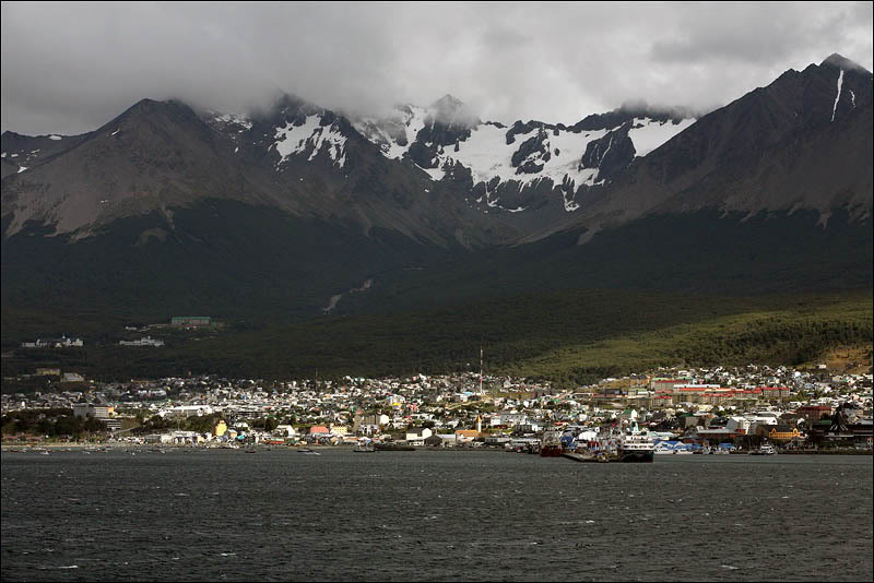 1argentina-walking-around-ushuaia.jpg
