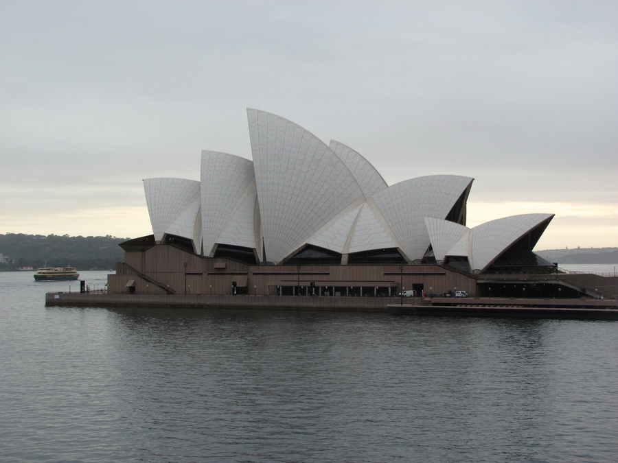 1sydney-walking-through-the parks-and-waterfronts.jpg