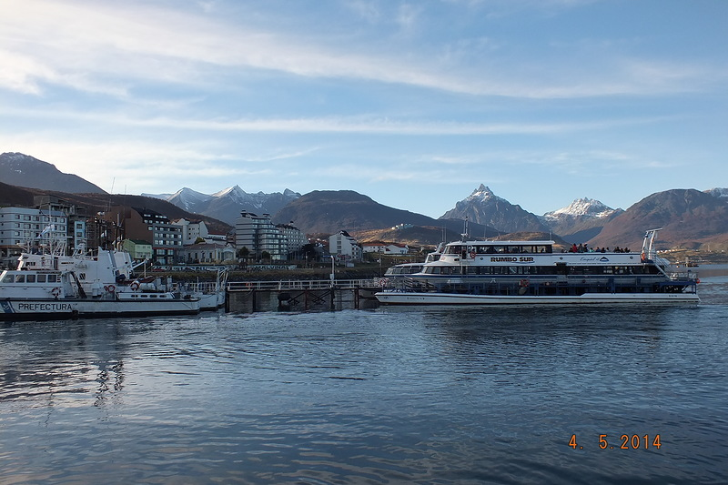 2argentina-tour-along-the-beagle-channel-seals-and-penguins.jpg