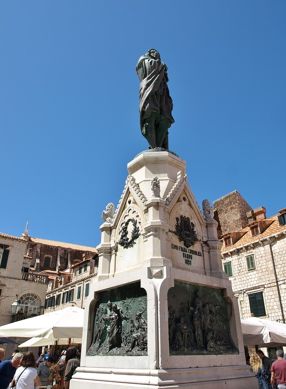 45croatia-walking-around-dubrovnik.jpg