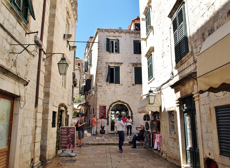52croatia-walking-around-dubrovnik.jpg