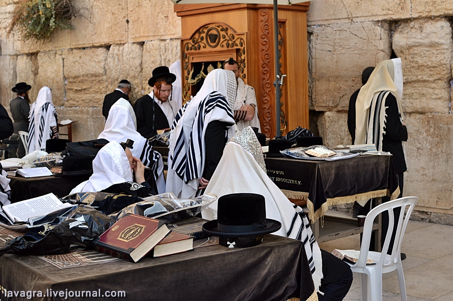 5looking-for-miracles-in-jerusalem.jpg