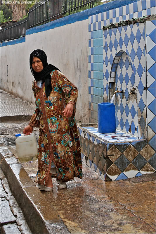 9morocco-walking-around-casablanca.jpg
