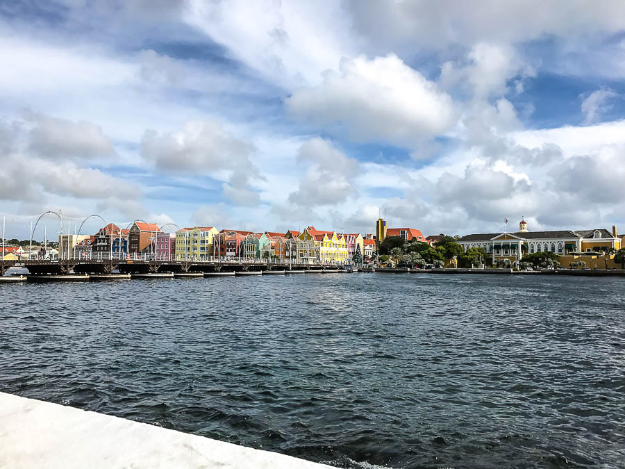 queen emma pontoon bridge willemstad