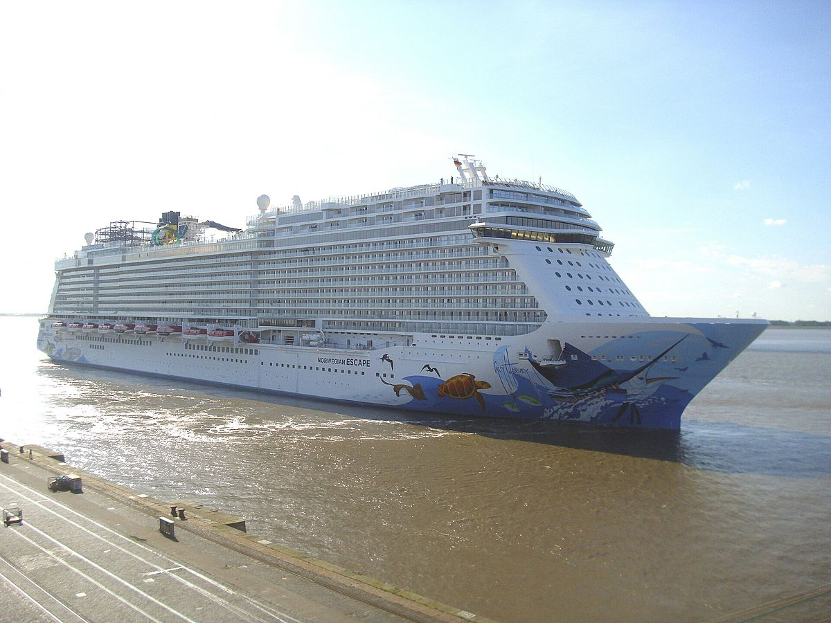 Video with cruise ships
