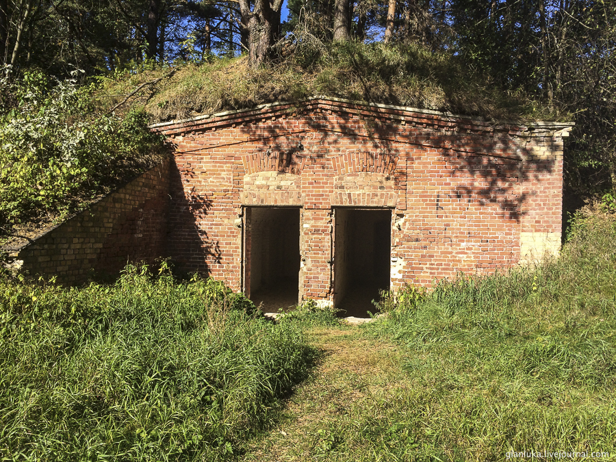 28batteries-of-mangalsala-or-abandoned-forts-near-riga.jpg