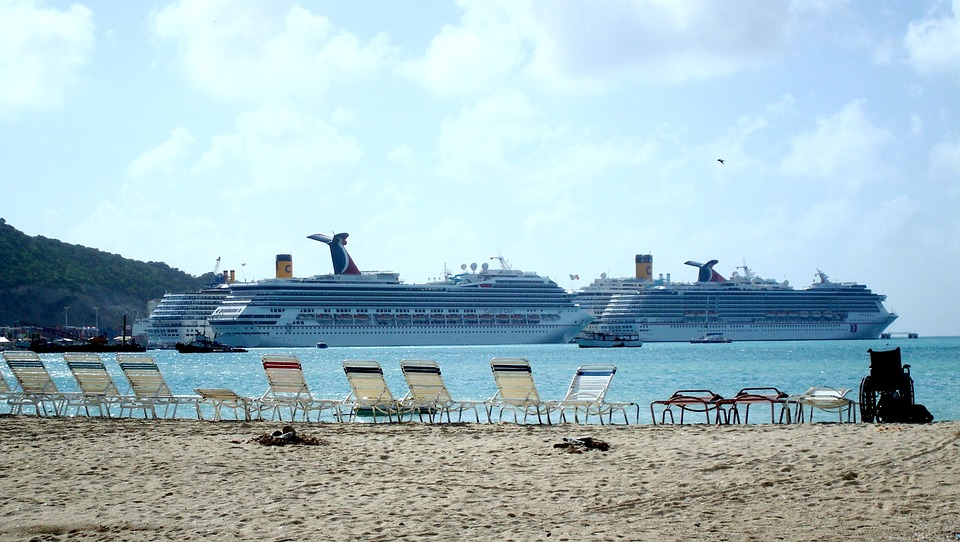 cruise ships in the port of st maarten