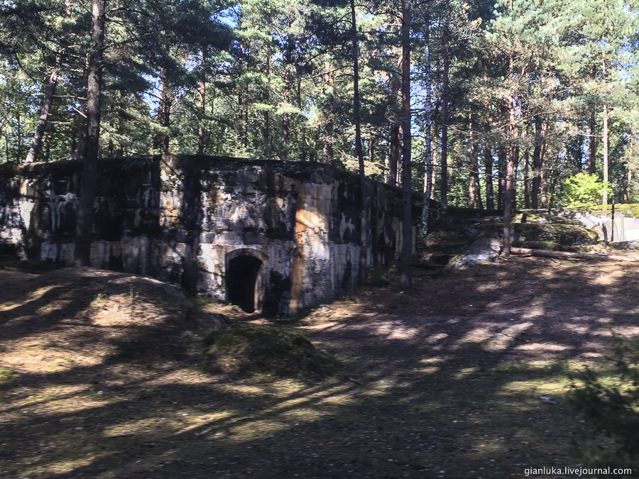 32batteries-of-mangalsala-or-abandoned-forts-near-riga.jpg