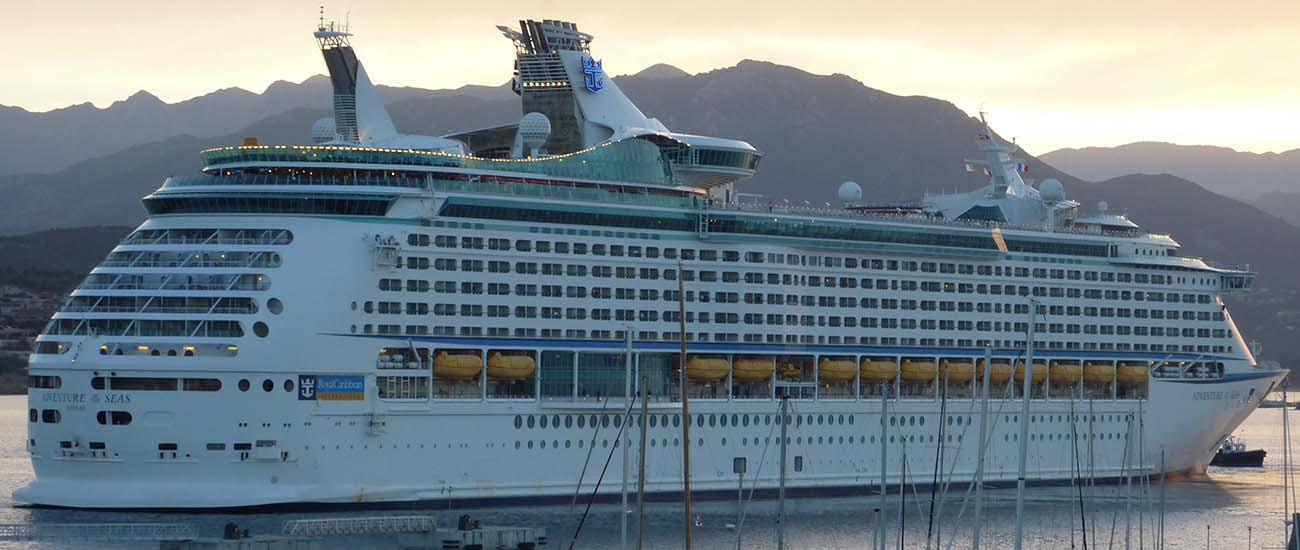 Adventure of the Seas © JeanbaptisteM/Flickr/CC BY 2.0