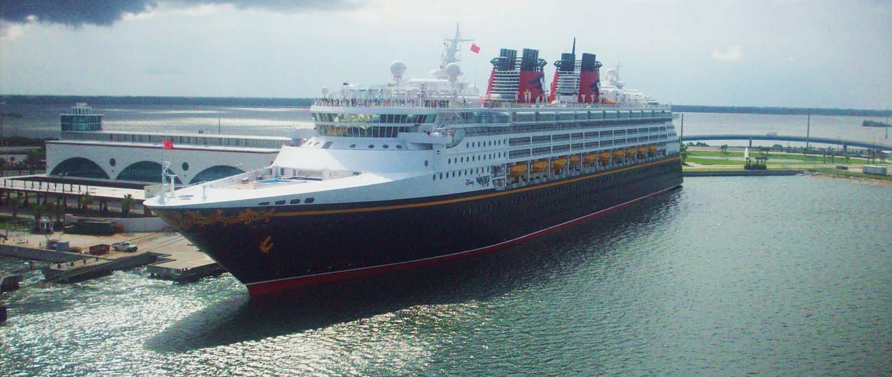 Disney Wonder © Justin Champion/Wiki/CC BY-SA 3.0