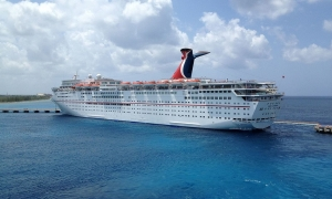 Carnival Paradise cruise ship by Jacrews7/Wiki/CC BY 2.0