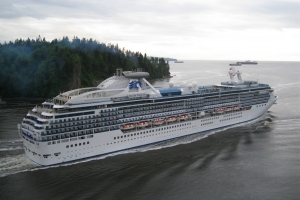 Island Princess from Lions Gate bridge © SilentObserver/Flickr/CC BY 2.0