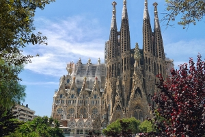 Top-10 Landmarks in Barcelona by CruiseBe