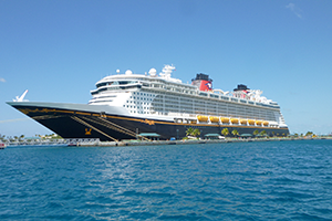 "© <a href=""https://commons.wikimedia.org/wiki/File:Disney_Dream_docked_in_the_Bahamas_02.JPG"" target=""_blank"" rel=""nofollow"">Stratocaster27/Wikimedia</a>/<a href=""https://creativecommons.org/licenses/by-sa/3.0/deed.en"" target=""_blank"" rel=""nofollow"">CC BY-SA 3.0</a>"