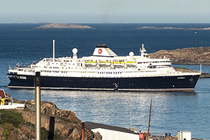 "© <a href=""https://commons.wikimedia.org/wiki/File:MV_Astoria_in_Sisimiut_Harbour.jpg"" target=""_blank"" rel=""nofollow"">Qalupalik/Wikimedia</a>/<a href=""https://creativecommons.org/licenses/by-sa/4.0/deed.en"" target=""_blank"" rel=""nofollow"">CC BY-SA 4.0</a>"
