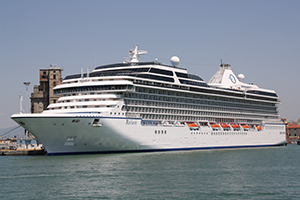 "© <a href=""https://commons.wikimedia.org/wiki/File:Oceania_Cruises_Riviera_03_IMO_9438078_@chesi.JPG"" target=""_blank"" rel=""nofollow"">Piergiuliano Chesi/Wikimedia</a>/<a href=""https://creativecommons.org/licenses/by/3.0/deed.en"" target=""_blank"" rel=""nofollow"">CC BY 3.0</a>"