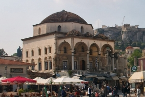 By Taken by the uploader, w:es:Usuario:Barcex - Athens_-_Monastiraki_square_and_station_-_20060508.jpg, CC BY-SA 3.0, https://commons.wikimedia.org/w/index.php?curid=8675742