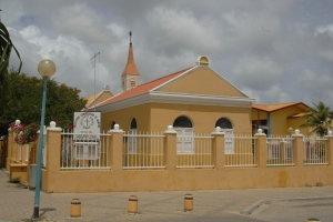 "© <a href=""https://commons.wikimedia.org/wiki/File:PROTESTANT_CHURCH_OF_BONAIRE,_KRALENDIJK.jpg"" target=""_blank"" rel=""nofollow"">JERRYE AND ROY KLOTZ MD/Wikimedia</a>/<a href=""https://creativecommons.org/licenses/by-sa/3.0/deed.en"" target=""_blank"" rel=""nofollow"">CC BY-SA 3.0</a>"