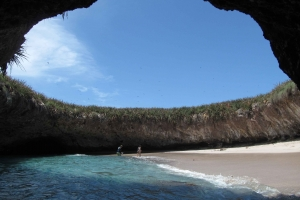 By Christian Frausto Bernal from Tepic, Nayarit, MEXICO - Parque Nacional Islas Marietas, CC BY-SA 2.0, https://commons.wikimedia.org/w/index.php?curid=50526391