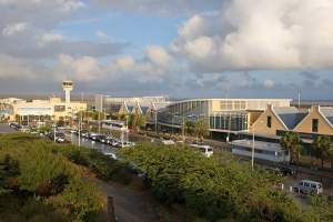 """© <a href=""""https://commons.wikimedia.org/wiki/File:Curacao_International_Airport_2019.jpg"""" target=""""_blank"""" rel=""""nofollow"""">Roger Cannegieter/Wikimedia</a>/<a href=""""https://creativecommons.org/licenses/by-sa/4.0/deed.en"""" target=""""_blank"""" rel=""""nofollow"""">CC BY-SA 4.0</a>"""