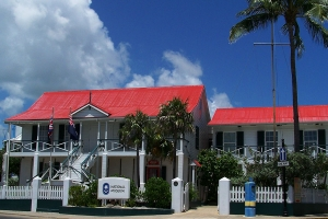 """© <a href=""""https://commons.wikimedia.org/wiki/File:Cayman_Islands_National_Museum_-_George_Town,_Grand_Cayman.jpg"""" target=""""_blank"""" rel=""""nofollow"""">Lhb1239/Wikimedia</a>/<a href=""""https://creativecommons.org/licenses/by-sa/3.0/deed.en"""" target=""""_blank"""" rel=""""nofollow"""">CC BY-SA 3.0</a>"""