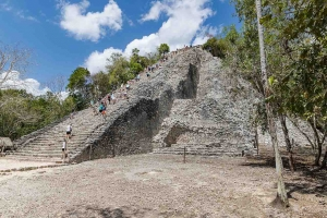"""© <a href=""""https://commons.wikimedia.org/wiki/File:Coba_Pyramid,_Mexico_(29725093248).jpg"""" target=""""_blank"""" rel=""""nofollow"""">dronepicr/Wikimedia</a>/<a href=""""https://creativecommons.org/licenses/by/2.0/deed.en"""" target=""""_blank"""" rel=""""nofollow"""">CC BY 2.0</a>"""