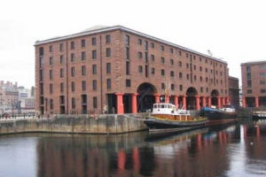 By en:User:Tony Corsini - en:User:Tony CorsiniOriginally uploaded to EN Wikipedia as en:File:Merseyside Maritime Museum.JPG by en:User:Tony Corsini 16 October 2007., CC BY-SA 3.0, https://commons.wikimedia.org/w/index.php?curid=7765616