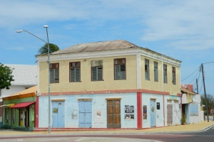 "© <a href=""https://commons.wikimedia.org/wiki/File:Nicolaas_Store,_San_Nicolas,_ARUBA.JPG"" target=""_blank"" rel=""nofollow"">Natalie Liao Jen/Wikimedia</a>/<a href=""https://creativecommons.org/licenses/by-sa/3.0/deed.en"" target=""_blank"" rel=""nofollow"">CC BY-SA 3.0</a>"