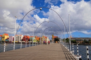 "© <a href=""https://commons.wikimedia.org/wiki/File:Curacao-Queen-Emma-Bridge.JPG"" target=""_blank"" rel=""nofollow"">Bjørn Christian Tørrissen/Wikimedia</a>/<a href=""https://creativecommons.org/licenses/by-sa/3.0/deed.en"" target=""_blank"" rel=""nofollow"">CC BY-SA 3.0</a>"
