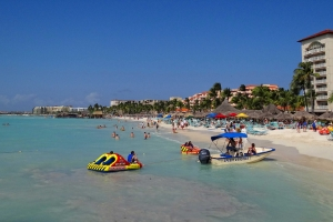 "© <a href=""https://commons.wikimedia.org/wiki/File:Palm-Beach-Aruba-2013.JPG"" target=""_blank"" rel=""nofollow"">Bjørn Christian Tørrissen/Wikimedia</a>/<a href=""https://creativecommons.org/licenses/by-sa/3.0/deed.en"" target=""_blank"" rel=""nofollow"">CC BY-SA 3.0</a>"