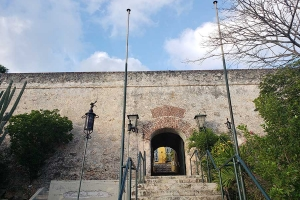 """© <a href=""""https://commons.wikimedia.org/wiki/File:Fort_Nassau,_Curacao.jpg"""" target=""""_blank"""" rel=""""nofollow"""">Pi3.124/Wikimedia</a>/<a href=""""https://creativecommons.org/licenses/by-sa/4.0/deed.en"""" target=""""_blank"""" rel=""""nofollow"""">CC BY-SA 4.0</a>"""