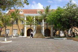"© <a href=""https://commons.wikimedia.org/wiki/File:GOVERNMENT_HOUSE,_KRALENDIJK,_BONAIRE.jpg"" target=""_blank"" rel=""nofollow"">JERRYE AND ROY KLOTZ MD/Wikimedia</a>/<a href=""https://creativecommons.org/licenses/by-sa/3.0/deed.en"" target=""_blank"" rel=""nofollow"">CC BY-SA 3.0</a>"