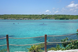 """© <a href=""""https://commons.wikimedia.org/wiki/File:Xel-Ha_-_panoramio.jpg"""" target=""""_blank"""" rel=""""nofollow"""">holachetumal/Wikimedia</a>/<a href=""""https://creativecommons.org/licenses/by/3.0/deed.en"""" target=""""_blank"""" rel=""""nofollow"""">CC BY 3.0</a>"""